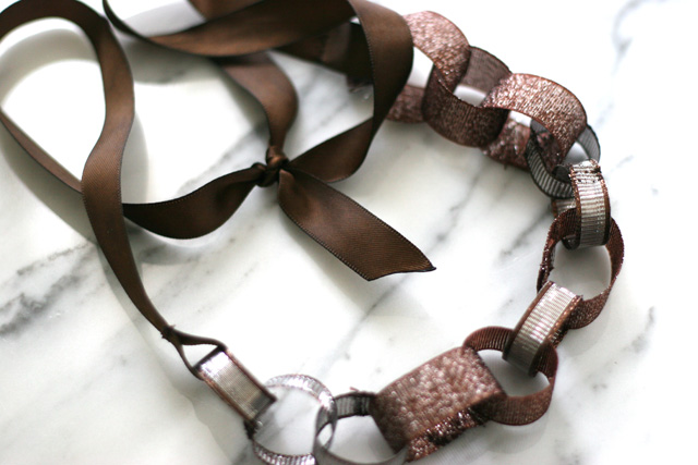 How to make a ribbon necklace