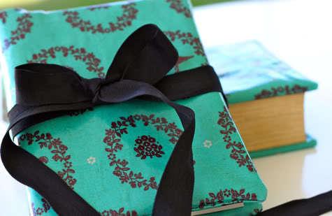 Oil Cloth Book Cover DIY | Pretty Prudent