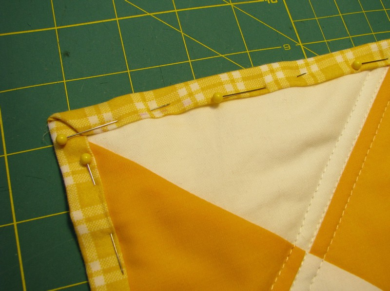 The Easiest Cheat for Binding a Quilt | Pretty Prudent : finishing quilt - Adamdwight.com