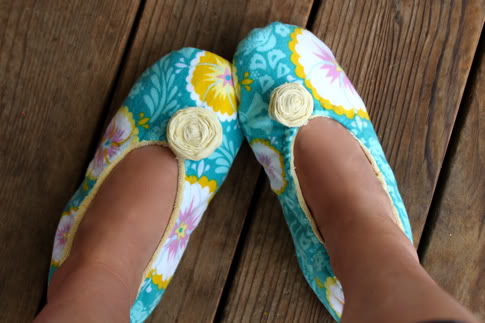Image of DIY fabric slippers