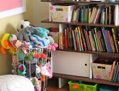 stuffed animal storage solution pretty prudent. Black Bedroom Furniture Sets. Home Design Ideas