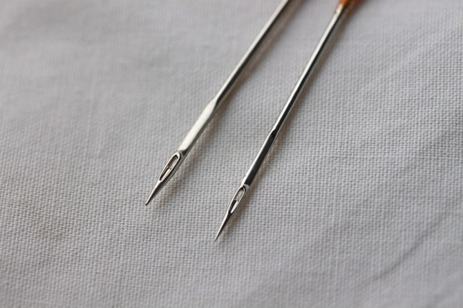 Image of ballpoint vs. straight needles