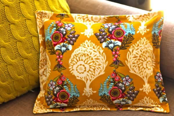 How to Sew A Sham Pillow with Zipper Closure & DIY Sham-Style Pillowcase | Pretty Prudent pillowsntoast.com