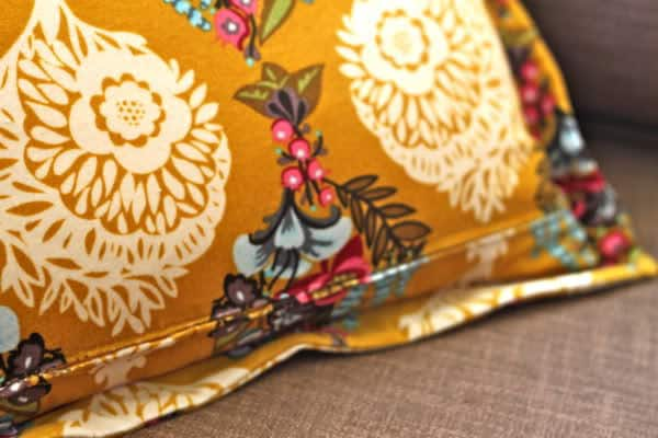 It is much easier than you would imagine and it will allow you to take the zipper off of the very edge of the pillow so you can add decorative trim and ... & How to Sew A Sham Pillow with Zipper Closure | Pretty Prudent pillowsntoast.com