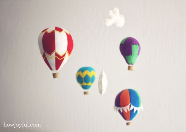 DIY Hot Air Balloon Mobile (Free Pattern!) | Pretty Prudent
