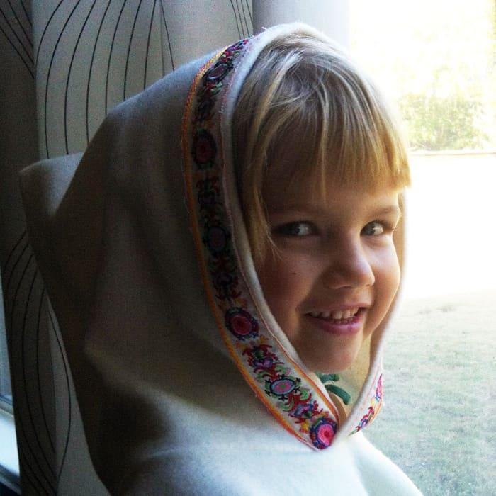 1 yard fleece hooded poncho tutorial