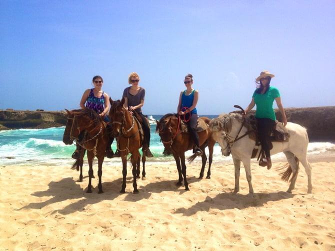 horseback riding aruba girls 2