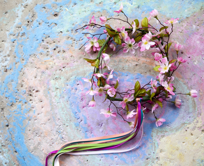 How to Make The Quickest Little Floral Crown of All