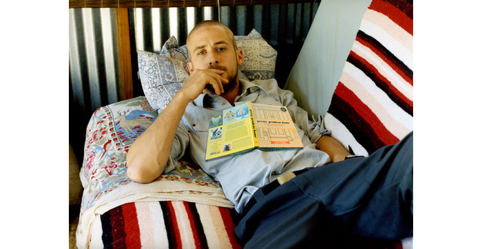 ryan-gosling-reading-pretty-prudent
