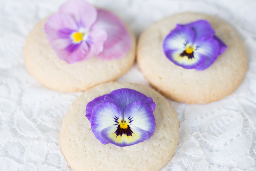 How to Decorate Cookies with Flowers (2 of 5)