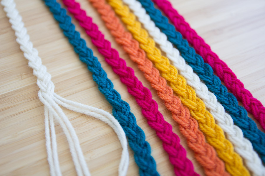 DIY BRAIDED YARN TABLE RUNNER ON PRETTY PRUDENT (1 of 10)