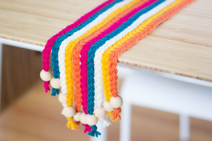DIY BRAIDED YARN TABLE RUNNER ON PRETTY PRUDENT (10 of 10)