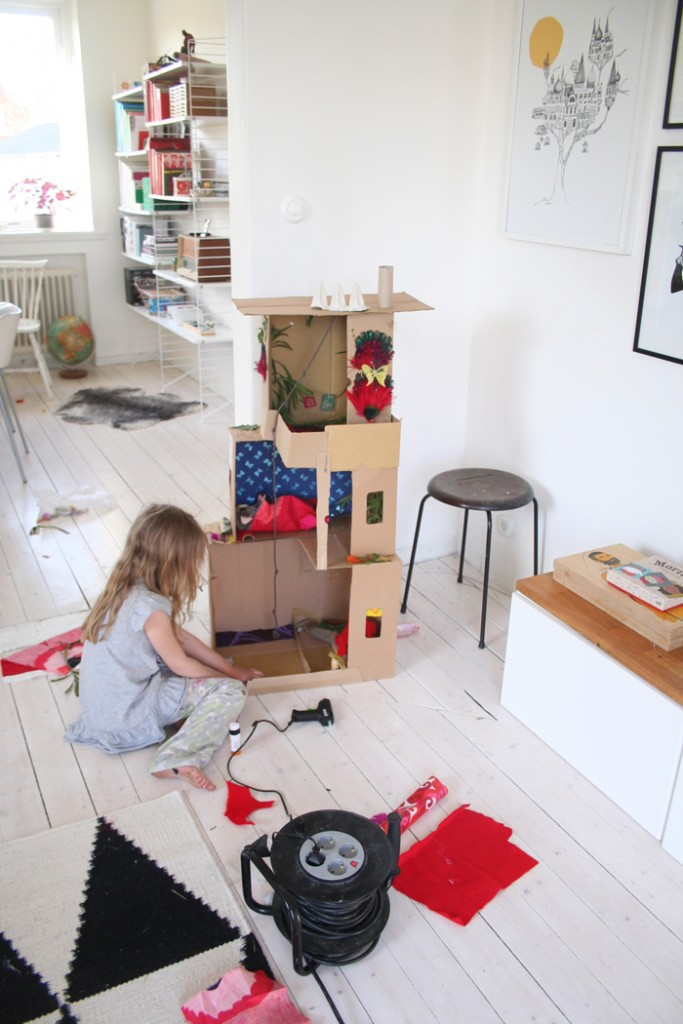 DIY Cardboard Dollhouse 2