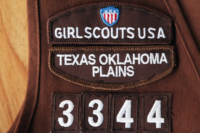 how to attach girl scout badges