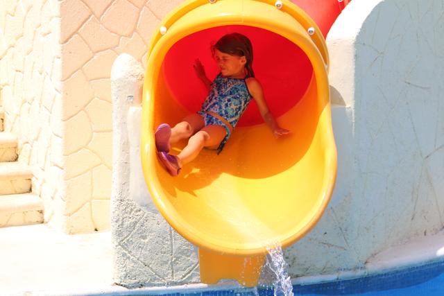 KKarisma Azulitos Playhouse