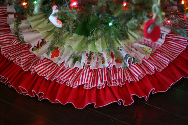 DIY Ruffled Tree Skirt Tutorial