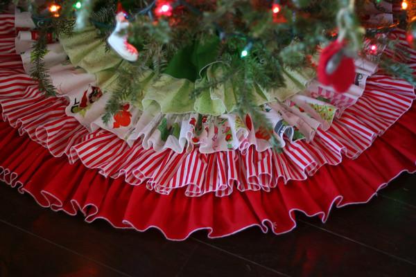 DIY Ruffled Tree Skirt Tutorial