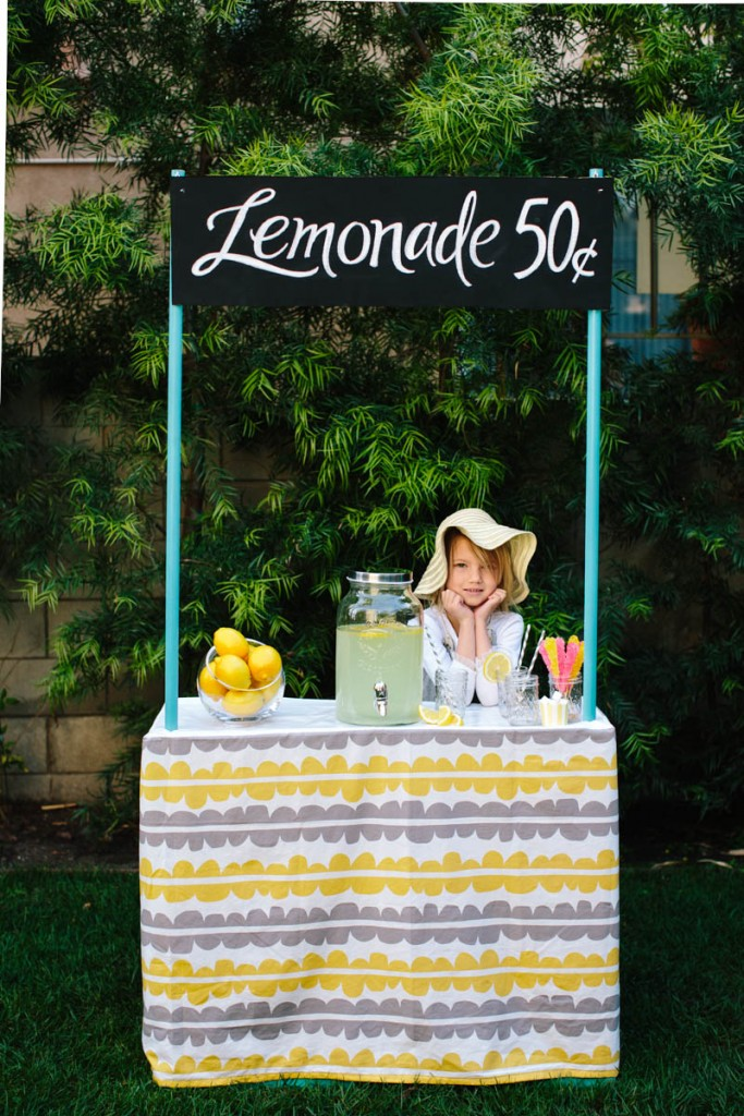 DIY Collapsible Cardboard Lemonade Stand