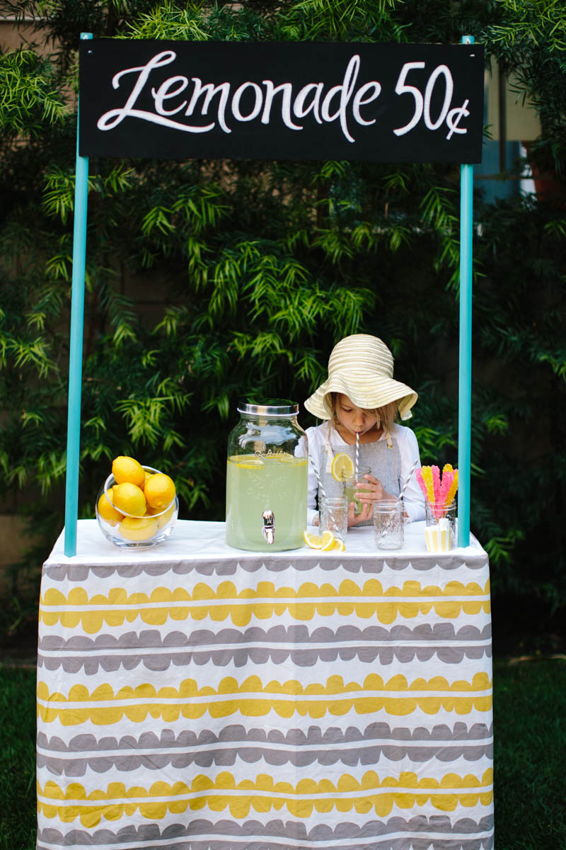 DIY Collapsible Cardboard Lemonade Stand 2