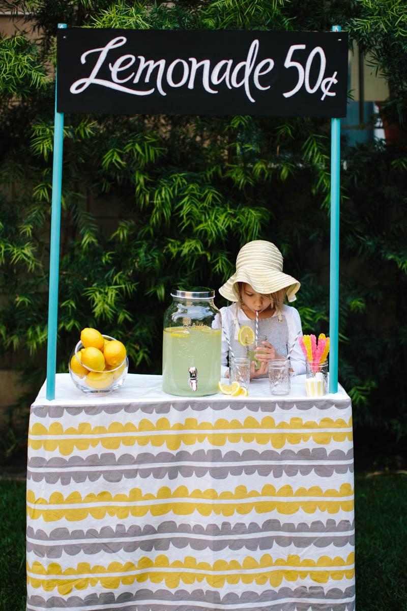 DIY Collapsible Cardboard Lemonade Stand 2