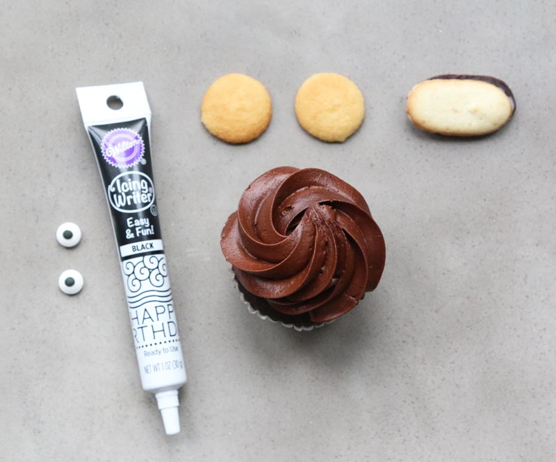 How to make a monkey cupcake