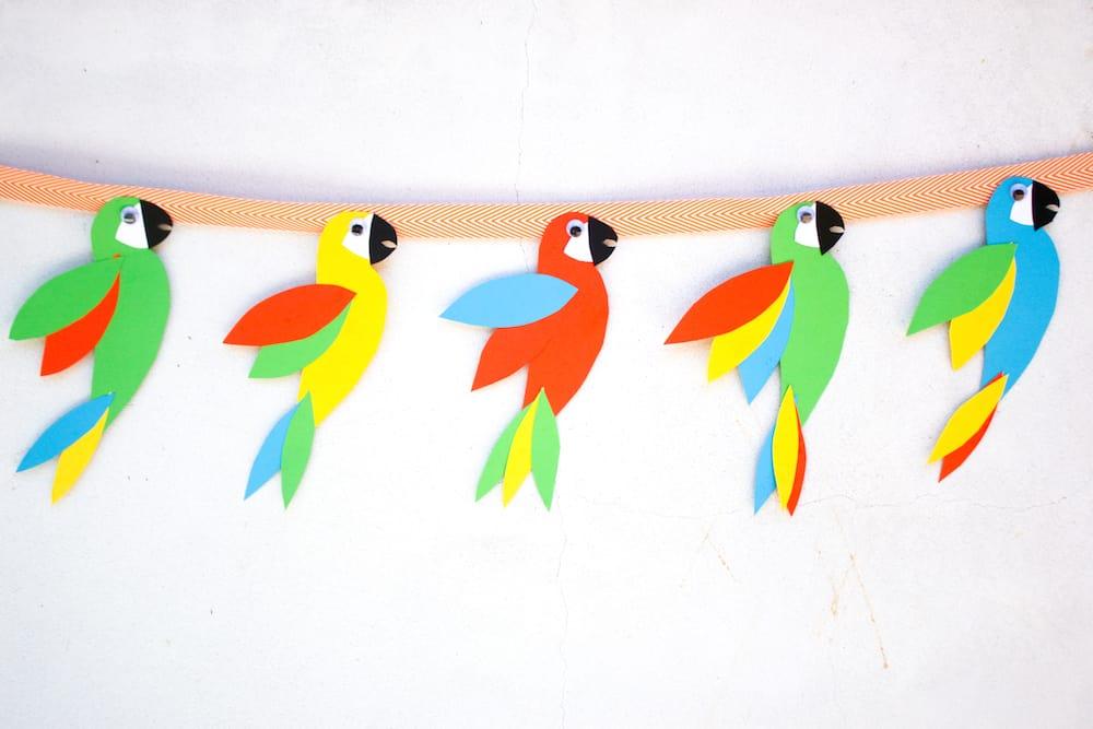 Wild Parrot Garland f
