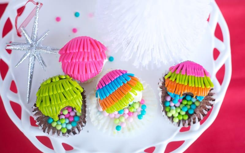 Feliz Navidad: Piñata Cupcakes