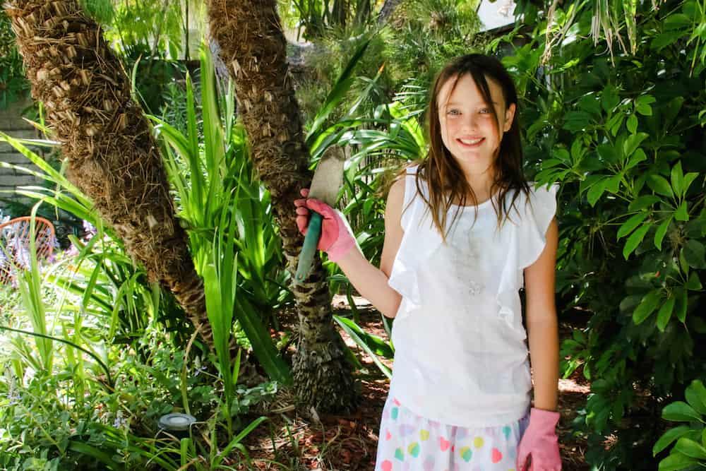 Scarlet Gardening Shirt