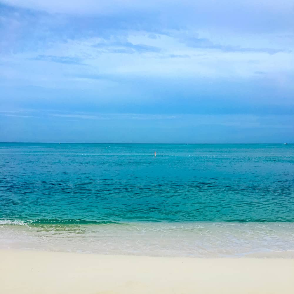 http://www.prettyprudent.com/wp-content/uploads/2017/10/Seven-Mile-Beach-1-copy.jpg