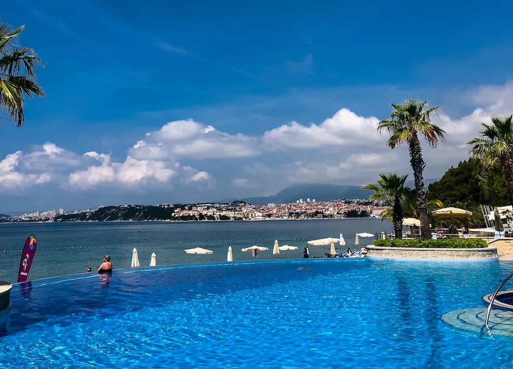 Image of Le Meridien Lav hotel pool and beach in Podastrana, Croatia